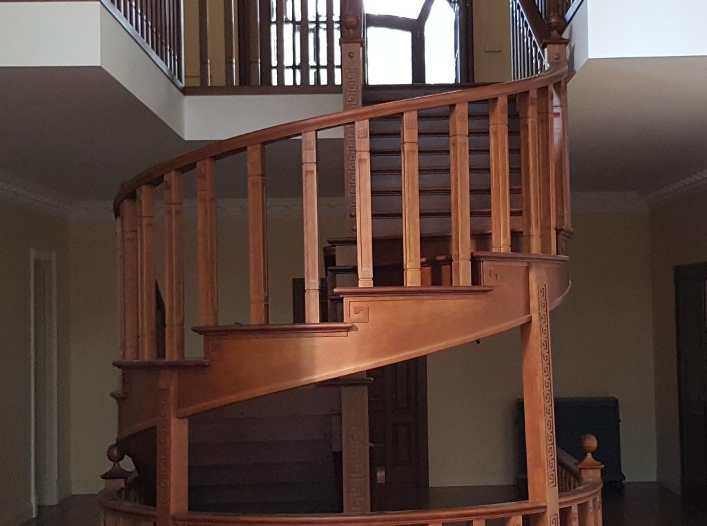 Деревянные лестницы на заказ, изготовление лестниц на