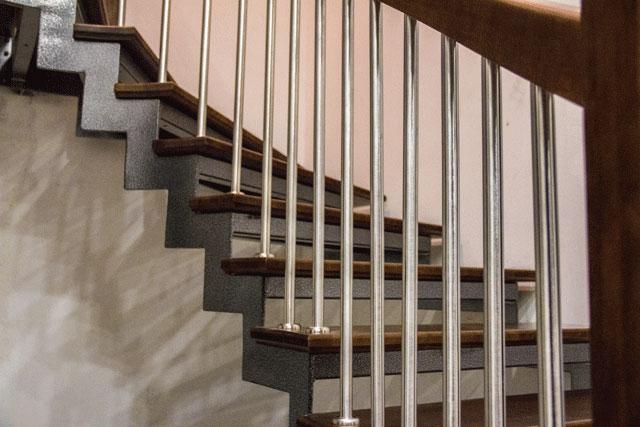 Как установить балясины на лестницу - как закрепить